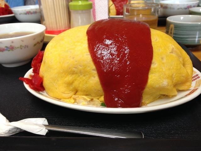 大食いの聖地・北野食堂にて巨大オムライスと格闘する