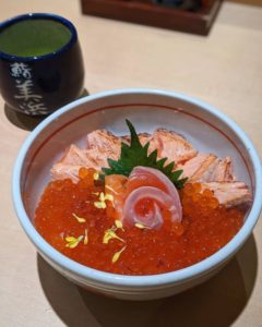 今年もついにこの季節!鮨美浜のいくらたっぷりサーモン丼がいよいよ提供開始!